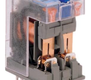 Imagem mostra um relés aberto para mostrar o par de contatos bifurcados (twin contacts)